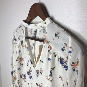 American Eagle Outfitters Floral Bell Sleeve